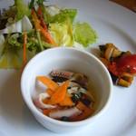 パスタビーノ - 前菜3種(烏賊と黒オリーブ、人参のマリネ、野菜サラダ、カポナータ)