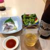 栄喜 - 料理写真:瓶ビール、550円、お通しは枝豆、シメサバ350円