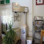てるのちゃんぽん亭 - 店内の製麺機