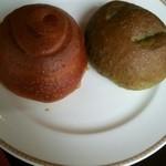 サンマルク - よもぎパン、クルミパン
