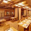 八重山 - 内観写真:テーブル席は基本的に2~6名様席が基本。落ち着いた雰囲気の店内で、ゆったりと旬の料理をお楽しみください