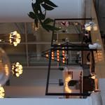 カフェ オムニバス - これも横になっちゃう 天井が高くてステキ
