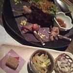 京の町 - 中トロ鮪の炙りサラダ仕立て。