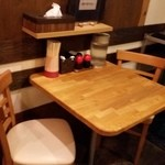 麺屋 ふぅふぅ亭 - テーブル
