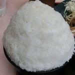 41741738 - ギュッと詰まった白飯のてんこ盛り