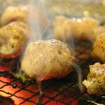 ホルモン屋 - 料理写真:豚ホルモン(マルチョウ) 塩とゴマ油で味付けされた一番人気のホルモン。