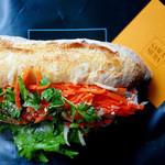 サワムラ - 塩豚と香草のサンド