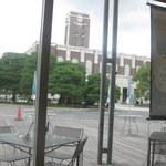 カンフォーラ - 窓際にすわると、そこには時計台が。
