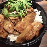 ベルサイユの豚 - ポーク丼780円 サラダ・フライドポテト・スープ・ドリンクバー付き