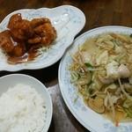新華苑 - 料理写真:9/7の日替わりランチ、揚げそば、ザンキの甘酢、小ライスで850円