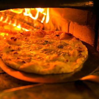 薪釜で焼き上げるピッツアは格別!しかもサイズアップ!