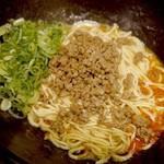 鉄板屋 我んが - 白い汁なしカレー坦々麺