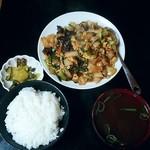 東海一品香 - きくらげと卵の豚肉炒め定食