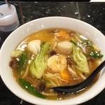 開心 橋尾飯店 - 料理写真:「海鮮あんかけラーメン」横に置いて有るのが「大紅酢」です。