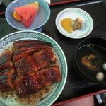 いづも屋 - うな丼 四切れ 2000円(2015.8)