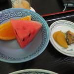 いづも屋 - 西瓜とオレンジ、香の物付き