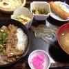 明灯 - 料理写真:カルビ丼の御飯大盛セット750円コーヒー付