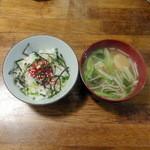 旬菜厨房 恵比須屋 - 半ライス100円にスジコのせ+150円、味噌汁130円