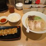 一風堂 - 白丸元味 780円/Aランチセット(白ご飯・餃子5個付き) 100円  ※ランチセットは平日のみ