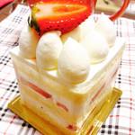 パティスリー クルール - イチゴのショートケーキ