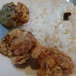 ン・オリジナルカレー - カレーのご飯とから揚げ