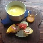 ノイカフェ - サラダとスープ