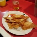 ミッドナイトヌードル ジャカルタラーメン  - 料理写真:揚げワンタン