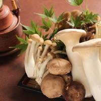 四季を感じる!秋の味覚松茸の土瓶蒸し・魚貝ときのこの朴葉焼き