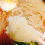 食道園 - 麺のアップ