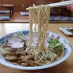 平和園 - 201509 自家製麺はちぢれのある中太麺。湯で加減は柔らかめだがその分ツルンとしたのど越し