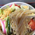 満留賀 - 麺、アップ。もっちり、つるん、コシもバッチリ。