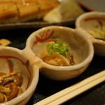 旬彩和遊 楠 - 小鉢もの3品、しめじの佃煮、白身魚の南蛮漬け、もやしの和え物