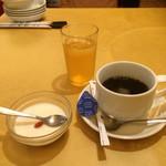 北海園 - デザートとセルフコーヒー