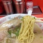 福龍軒 - 麺は中細ストレート