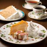 カフェ・ラ・ミル - お好きなケーキ(ハーフサイズ)2種とソフトクリーム、ドリンクのセット