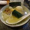 鳥七 - 料理写真:鶏塩ラーメンの玉子トッピング