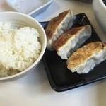 東京 大勝軒 - ランチセットの御飯と餃子(260円)