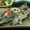 池田養魚場渓流館 - 料理写真:イワナと鮎の塩焼き。塩味で食うのもよし、レモン味の秘伝のたれに付けて食べるもよし。
