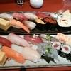 魚春 - 料理写真:上がランチ魚春握り、下が日曜日限定 天ぷらと握りセットの握り