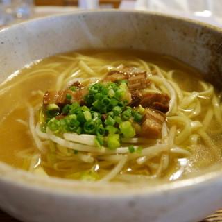 そば処 竹の子 - 料理写真:八重山そば(600円)