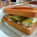 エースダイナー - 料理写真:チキンブレストサンドイッチ762円