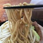 J-LOW麺 - 加水率低め中太麺。固めな茹で上げで美味し‼︎
