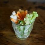 カフェトーチカ - オムライス黒大盛りお昼ごはんセット 野菜スティック
