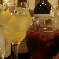 サングリアや世界の名産ワインを20種類以上御用意しております