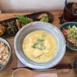 カフェ セレステ - 本日の肉料理は大山鶏のクリームシチュー ご飯は玄米をチョイス