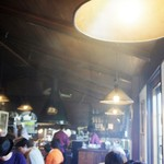 ウッドストック - 鉄板から吹き上がる蒸気と、お客さんの熱気で煙る店内