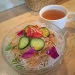 カフェ ガウディ - ランチのサラダ