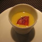 42189470 - 本日の一品 フォアグラのクレームブリュレ、冷製トウモロコシのスープ、バスクのチョリソー