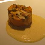 42189474 - 前菜 モンサンミッシェルのムール貝、オレンジね玉ねぎ、人参、ズッキーニサフランの香りのソース