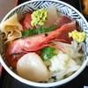 うろこいち - 料理写真:ちらし丼¥1250のネタ6種(H27.9.21撮影)
